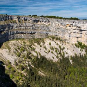 Die Gesamtlänge der Felswände des Creux du Van beträgt ca. 4 Kilometer