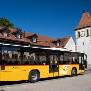 Auf dem Rückweg nach Avenches passiert mein Postauto den Kirchturm von Cudrefin, im umfunktionierten Wehrturm der Befestigungsanlage aus dem 13. Jahrhundert