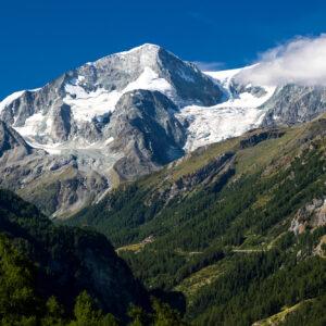 Die 3'790m hohe Pigne d'Arolla begleitet mich die nächsten Stunden über