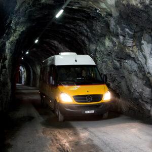 Im Naturstein-Tunnel