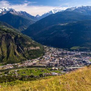 Blick auf Visp und die Mischabelgruppe mit dem Dom (4'545m), dem höchsten ganz in der Schweiz liegenden Berg