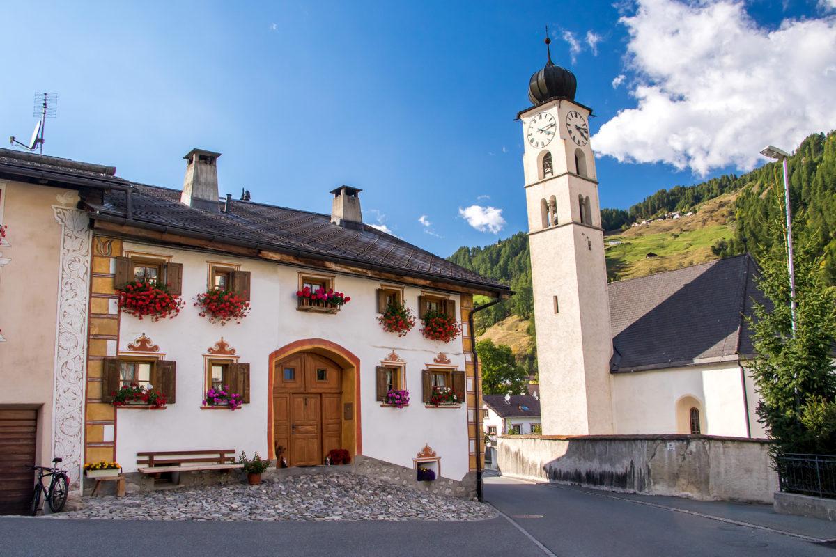Valchava mit seiner spätgotischen Kirche