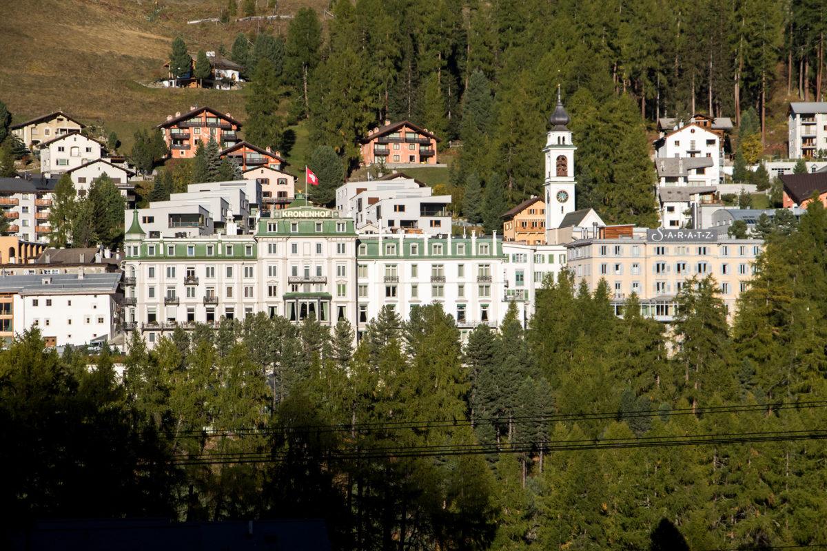 ...und Grand Hotel Kronenhof (mit bekrönter Kuppel), welches nach diversen Umbauten aus dem einfachen Gasthaus Rössli hervorgegangen war.