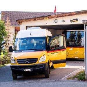 In Lü ist auch der Postautobetrieb Val Müstair zuhause - die Garage befindet sich gleich neben der Haltestelle :)