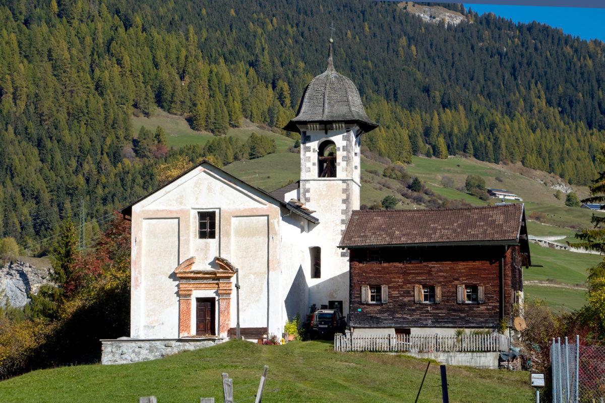 Wir passieren auch die Wallfahrtskirche Solis - welche zwei Patres erbauen liessen, nachdem sie Visionen von singenden Engeln an diesem pittoresken Ort hatten.