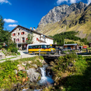 Ankunft im Bergparadies: Beim Ristorante Alpe Campo auf 2'070 Metern Höhe endet die sehenswerte Postauto-Strecke