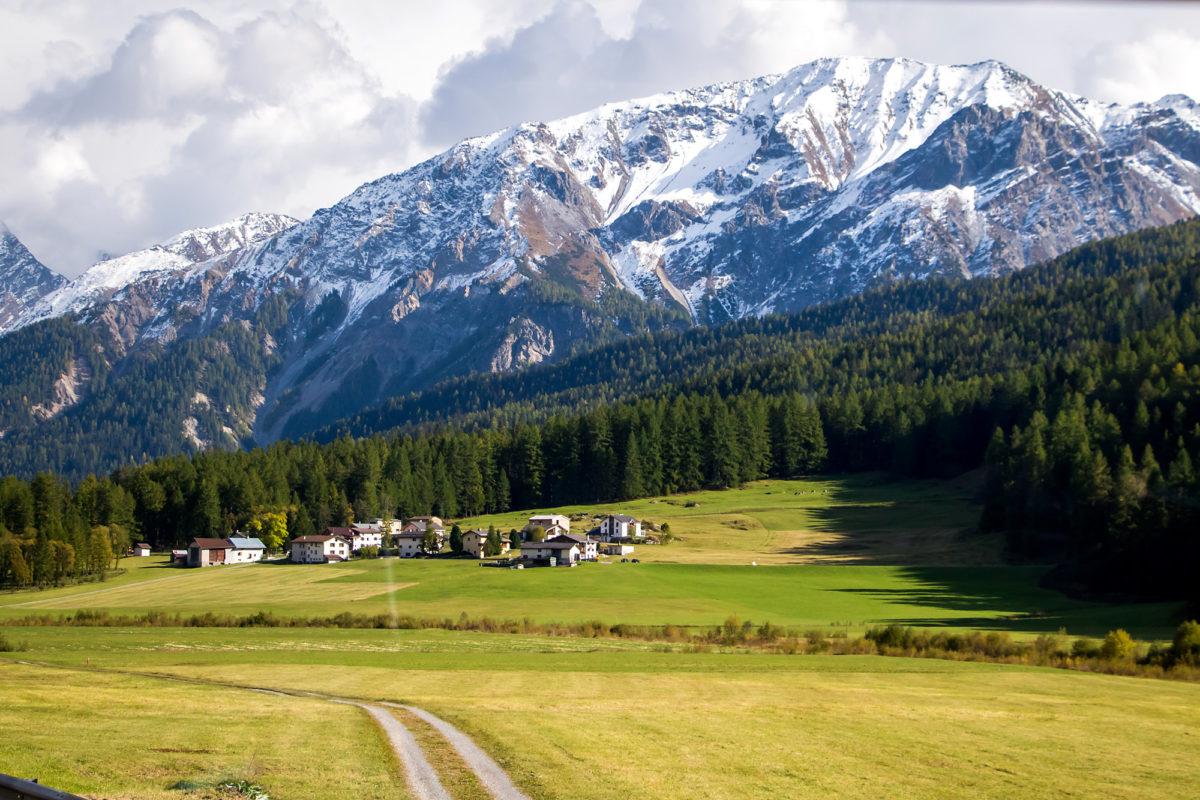 Blick zurück auf Fulderas Dorfteil Turettas
