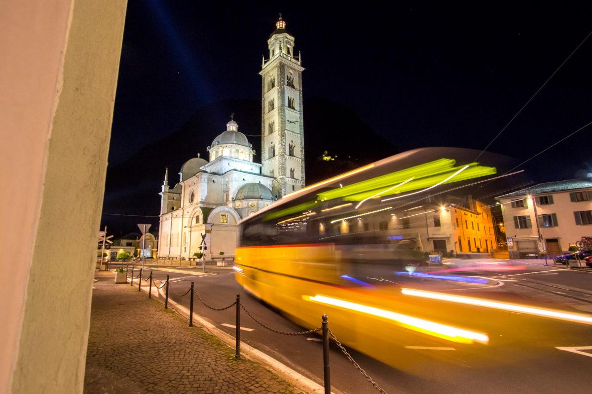 Als Bahnersatz-Kurs gelangen die Postautos bis ins italienische Tirano - bis 22 Uhr abends.