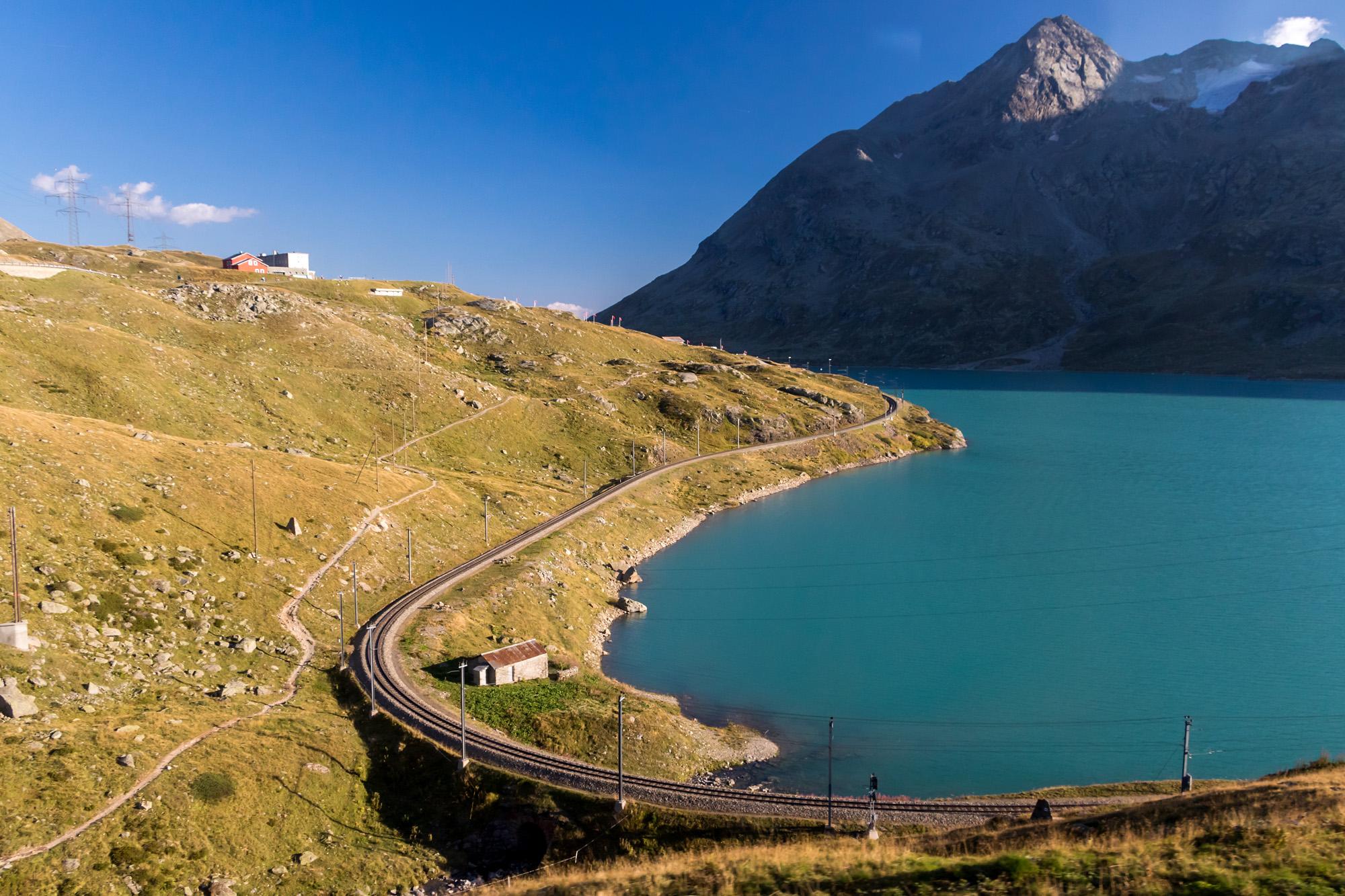 Von Strasse und Schiene aus eine Augenweide: Der Lago Bianco (GR)