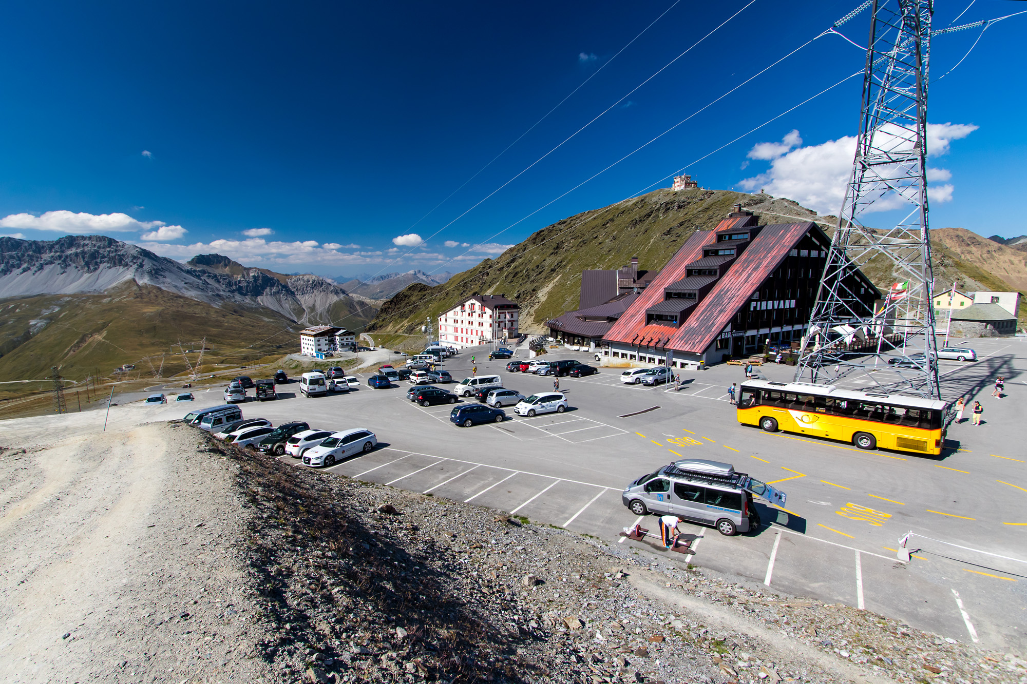 Rast bei der höchsten Haltestelle im Postauto-Netz: Dem Stilfserjoch auf 2'757 Metern über Meer