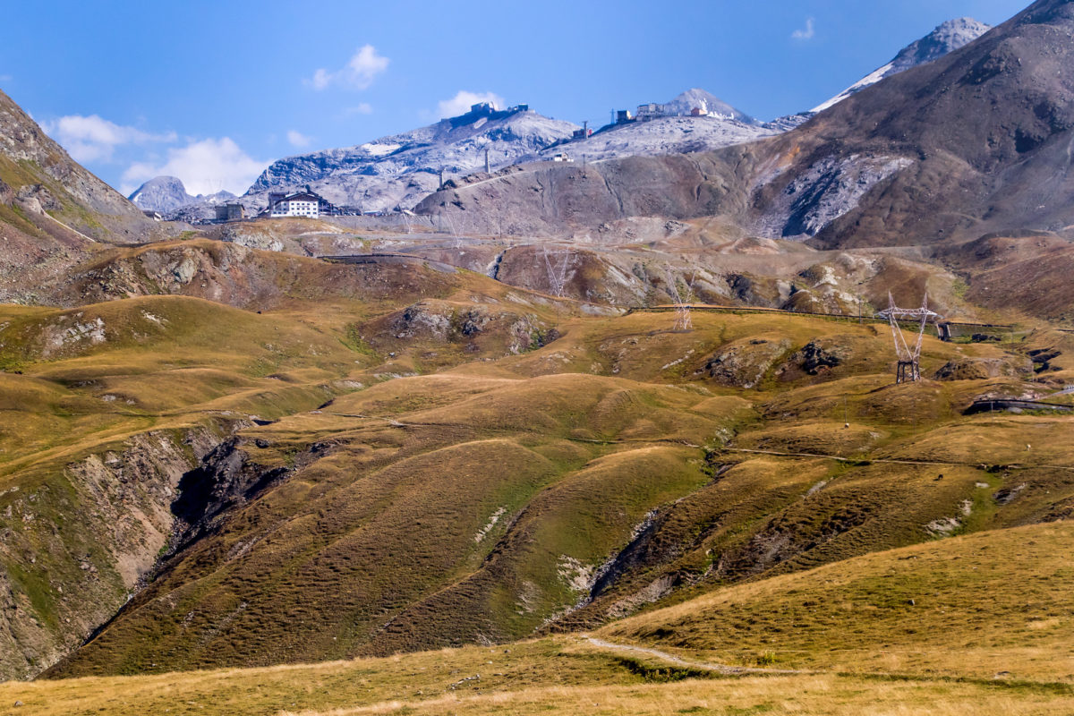 Blick zurück zum Stilfserjoch mit seinen Ski-Anlagen