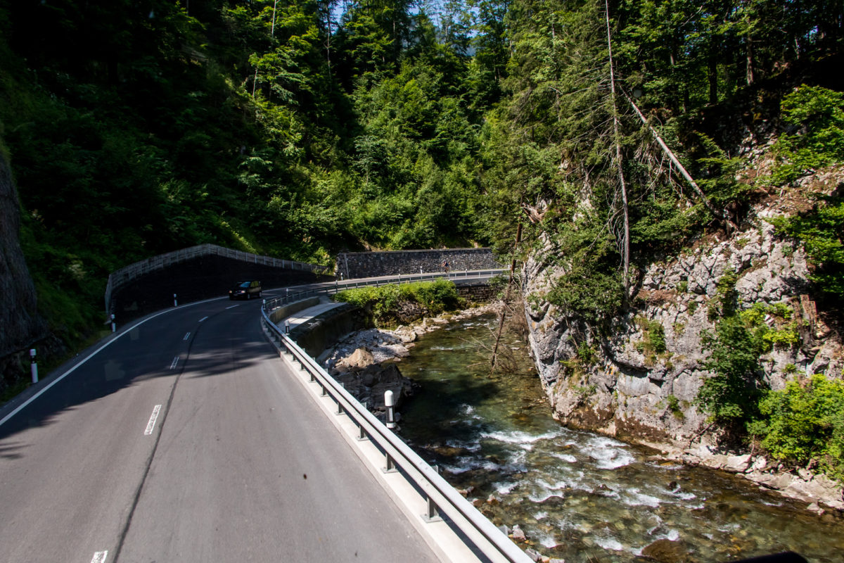 Nach dem Weiler Starkenbach passieren wir diese Engstelle im Tal - ganz so stark scheint die Thur heute aber nicht :-)