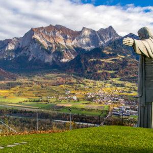 Ein Hauch von Rio: Hoch über dem Rheintal breitet eine Cristo-Nachbildung ihre schützenden Arme aus!