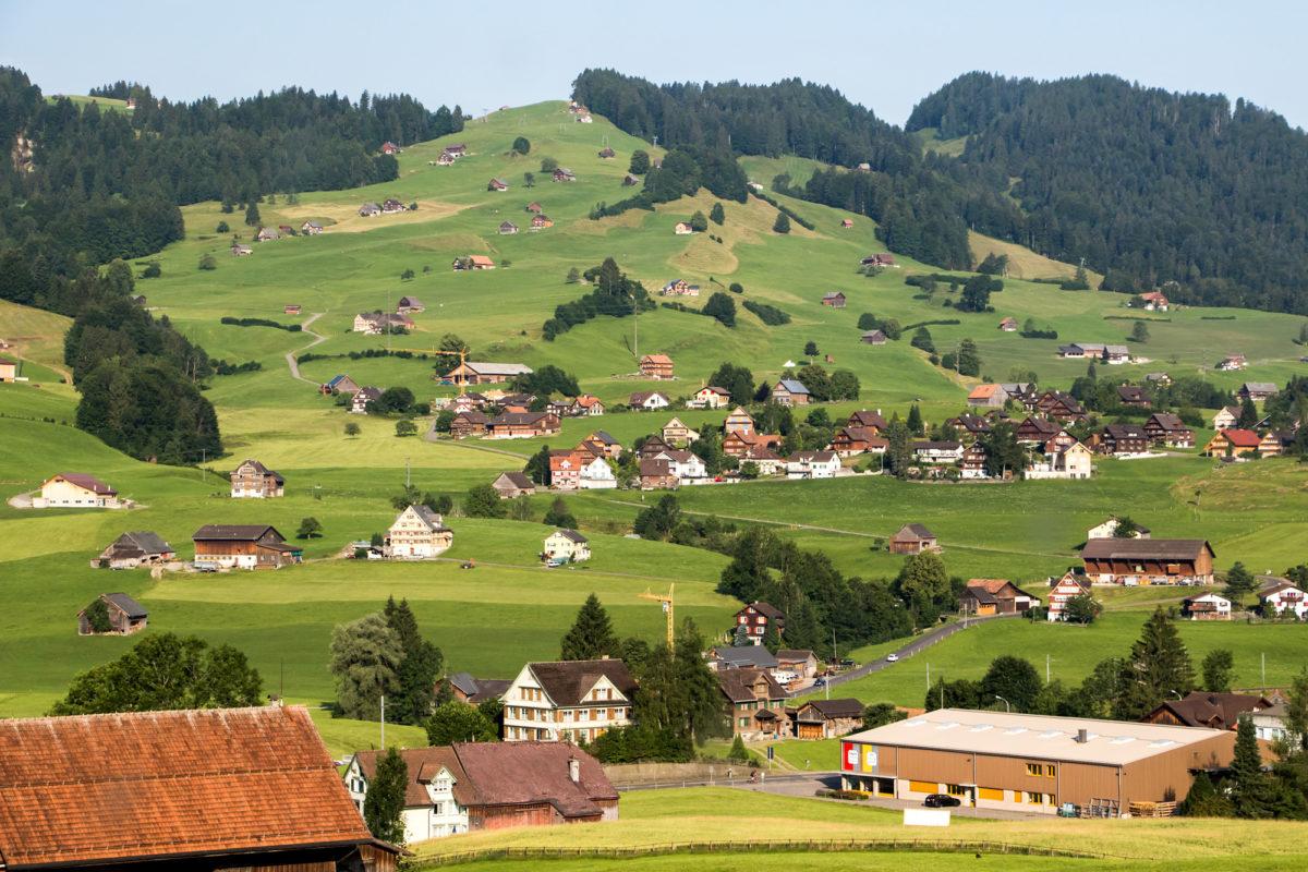 ...und geniessen die prächtige Aussicht hinunter ins Tal