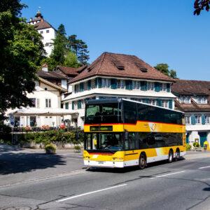 Die Postauto-Strecke streift den historischen Kern von Werdenberg, inklusive dem Schloss.