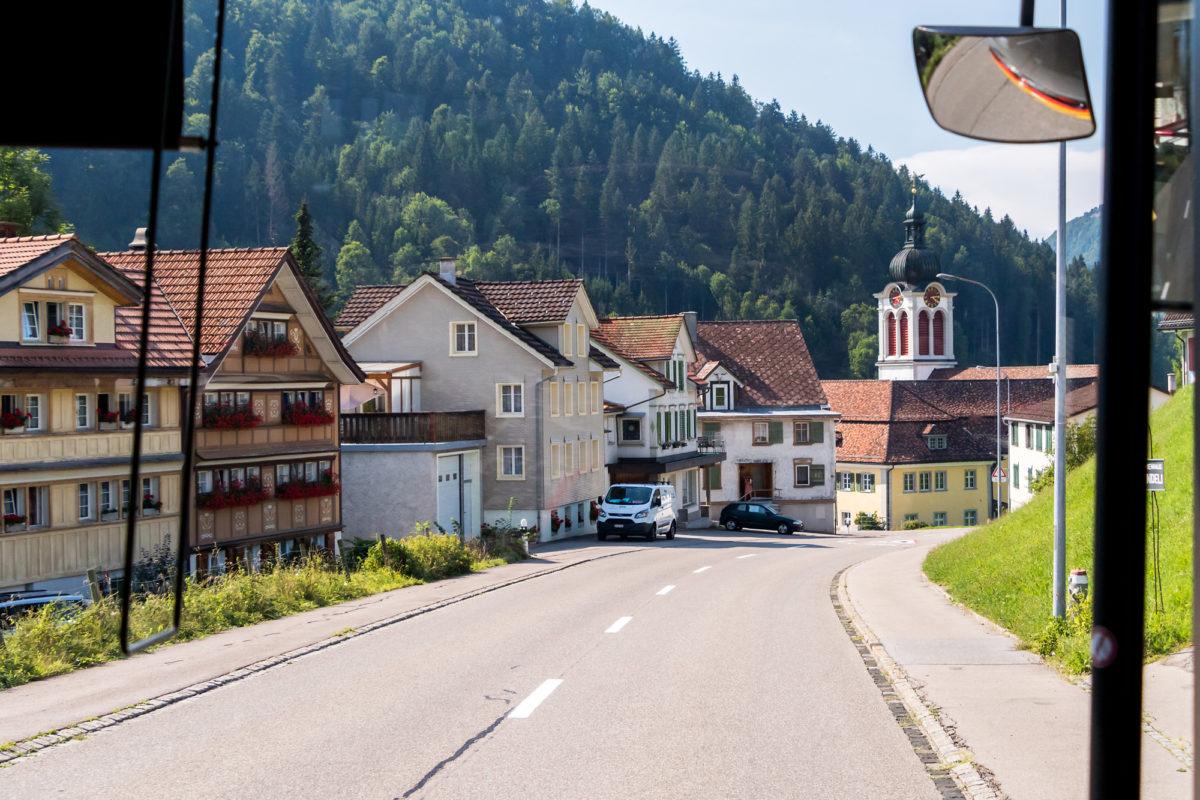Kurz nach der Ankunft in St. Peterzell mit seiner barocken Kirche...