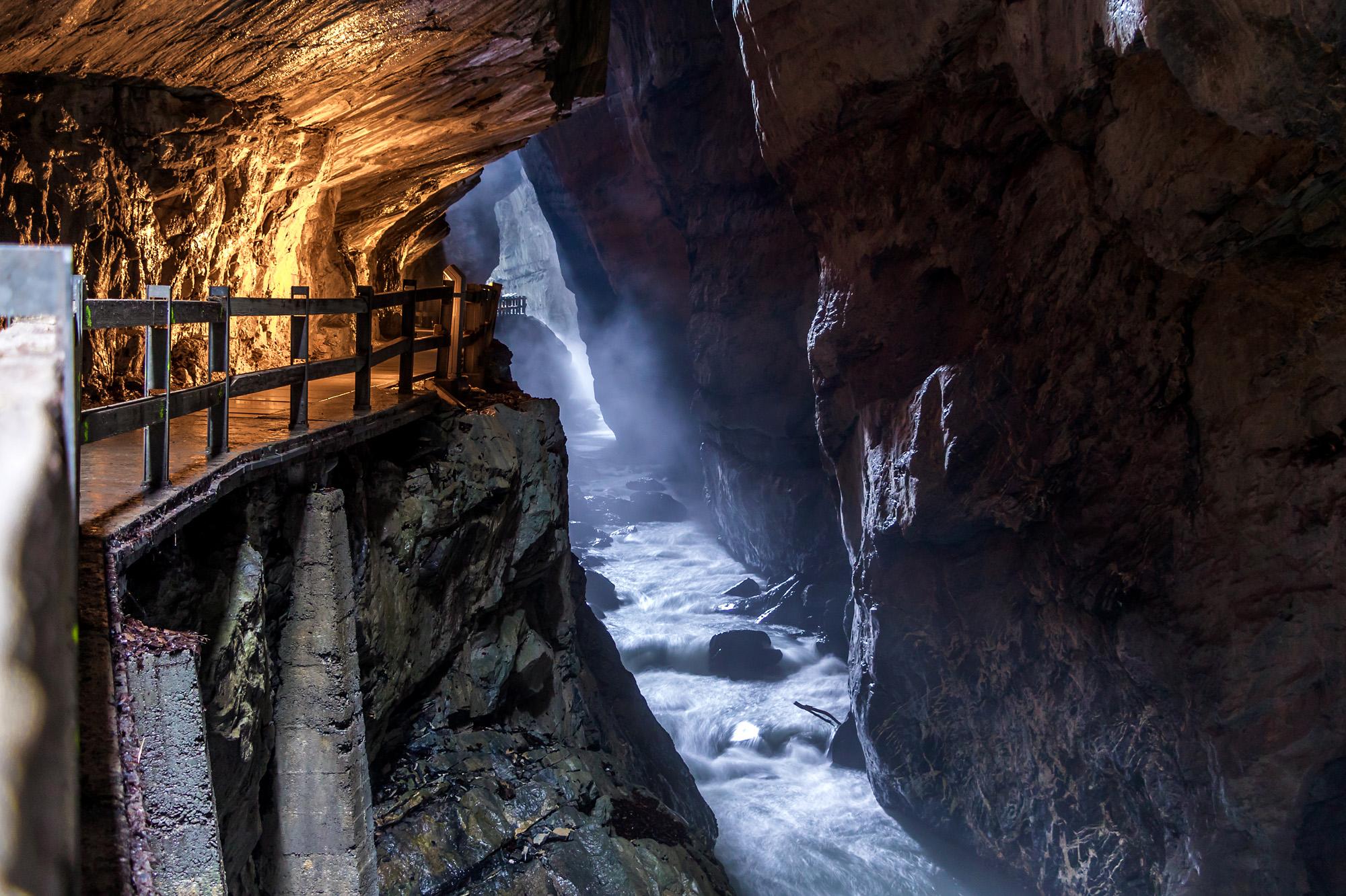 Richtig mystisch ist es hier, tief drin im Fels!