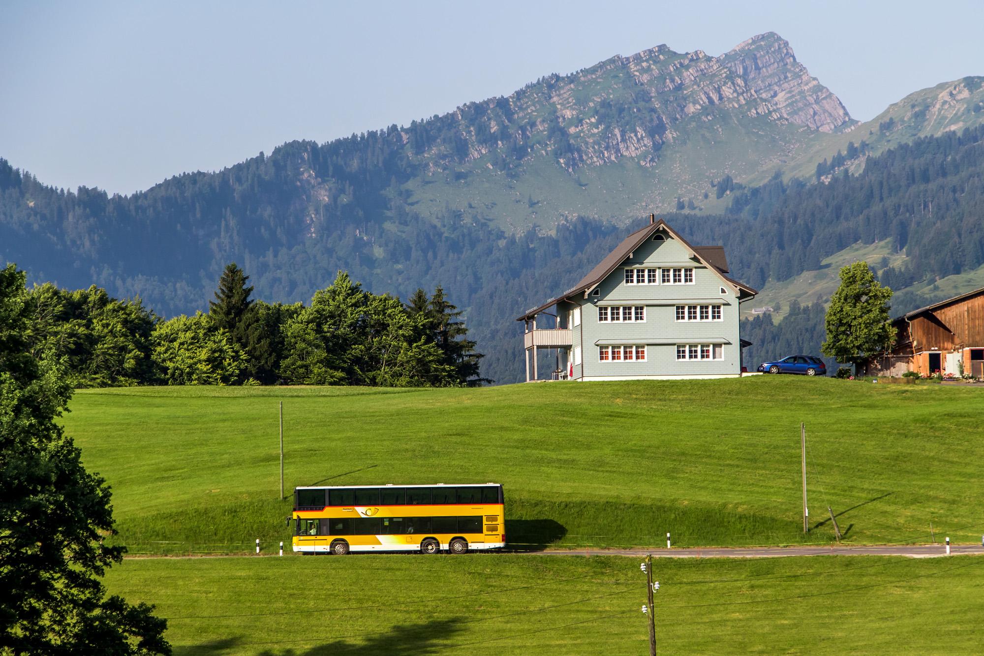 Mehr als ein Strich in der Landschaft - der Doppelstöcker kurz nach Ennetbühl :-)
