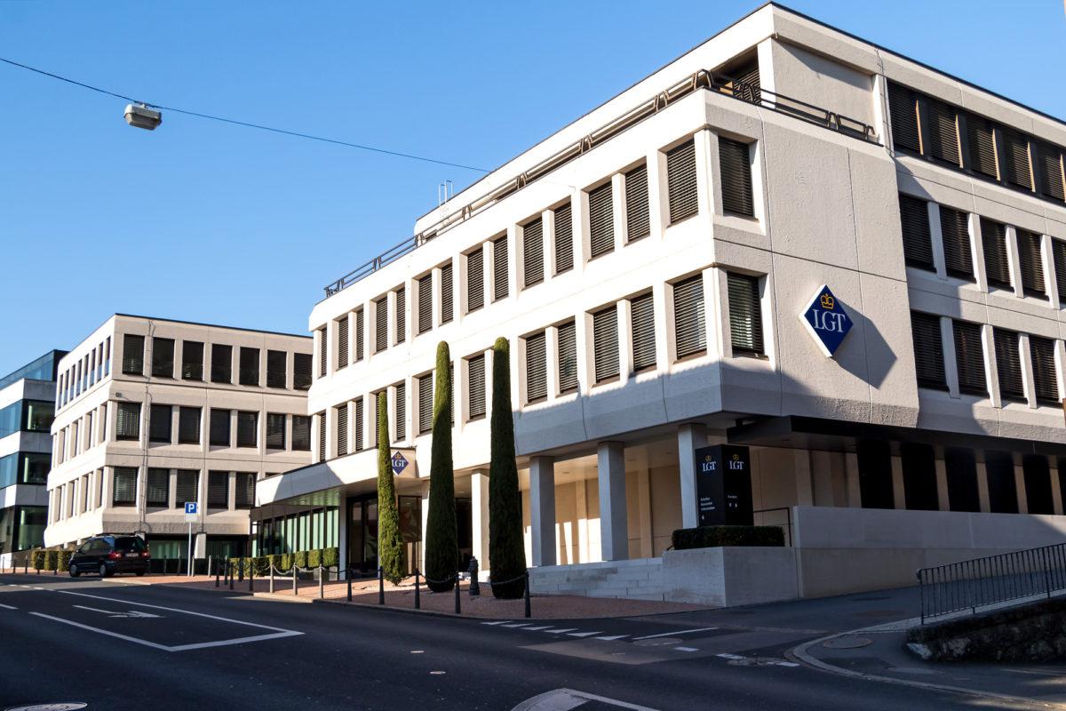 Viele solcher Bankgebäude zieren Vaduz' Stadtbild