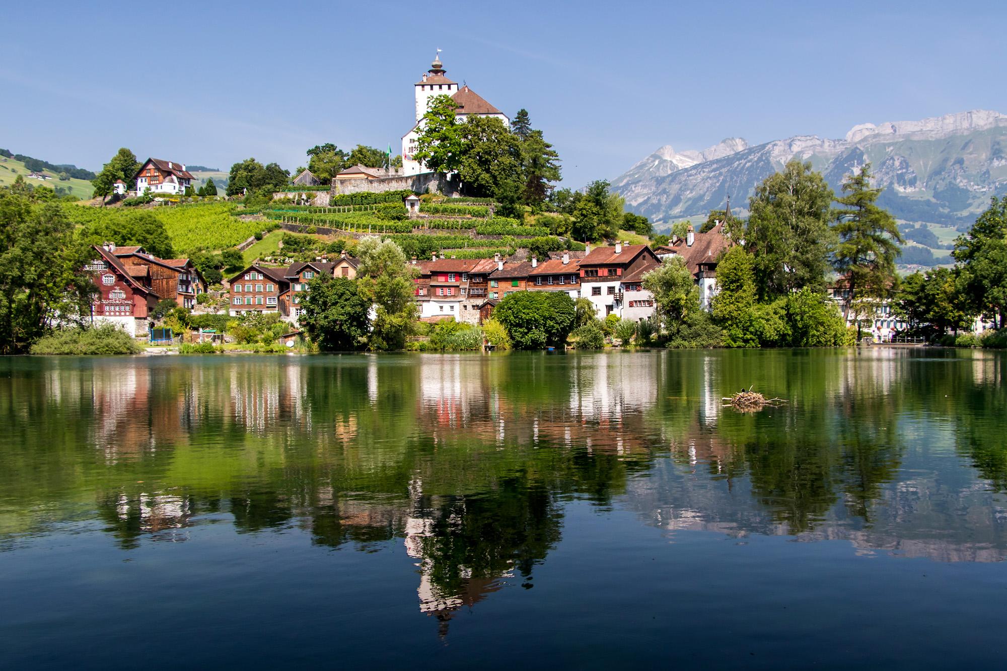 Werdenberg (SG) - welches auch als kleinste Stadt der Schweiz oder gar Europas gilt - in seiner ganzen Pracht