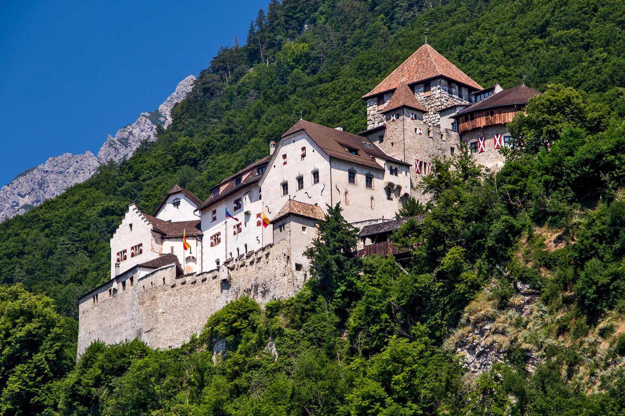 Über allen wacht der Fürst: Schloss Liechtenstein.
