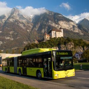Direkt am Wegesrand grüsst das Schloss Balzers seit Jahrhunderten die Reisenden. Und natürlich auch täglich die Postautos!
