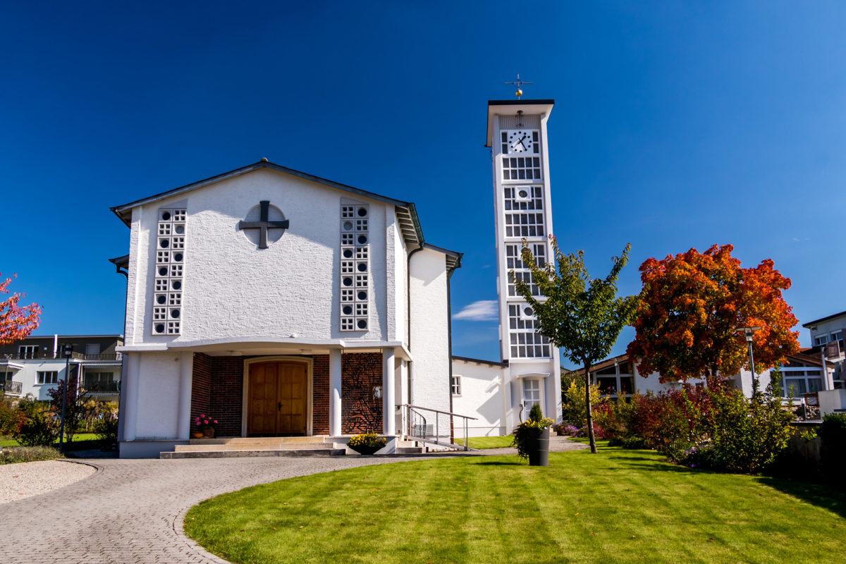 Wenn Zuckenriets Schloss schon nicht kooperiert, muss halt die Kirche herhalten :-)