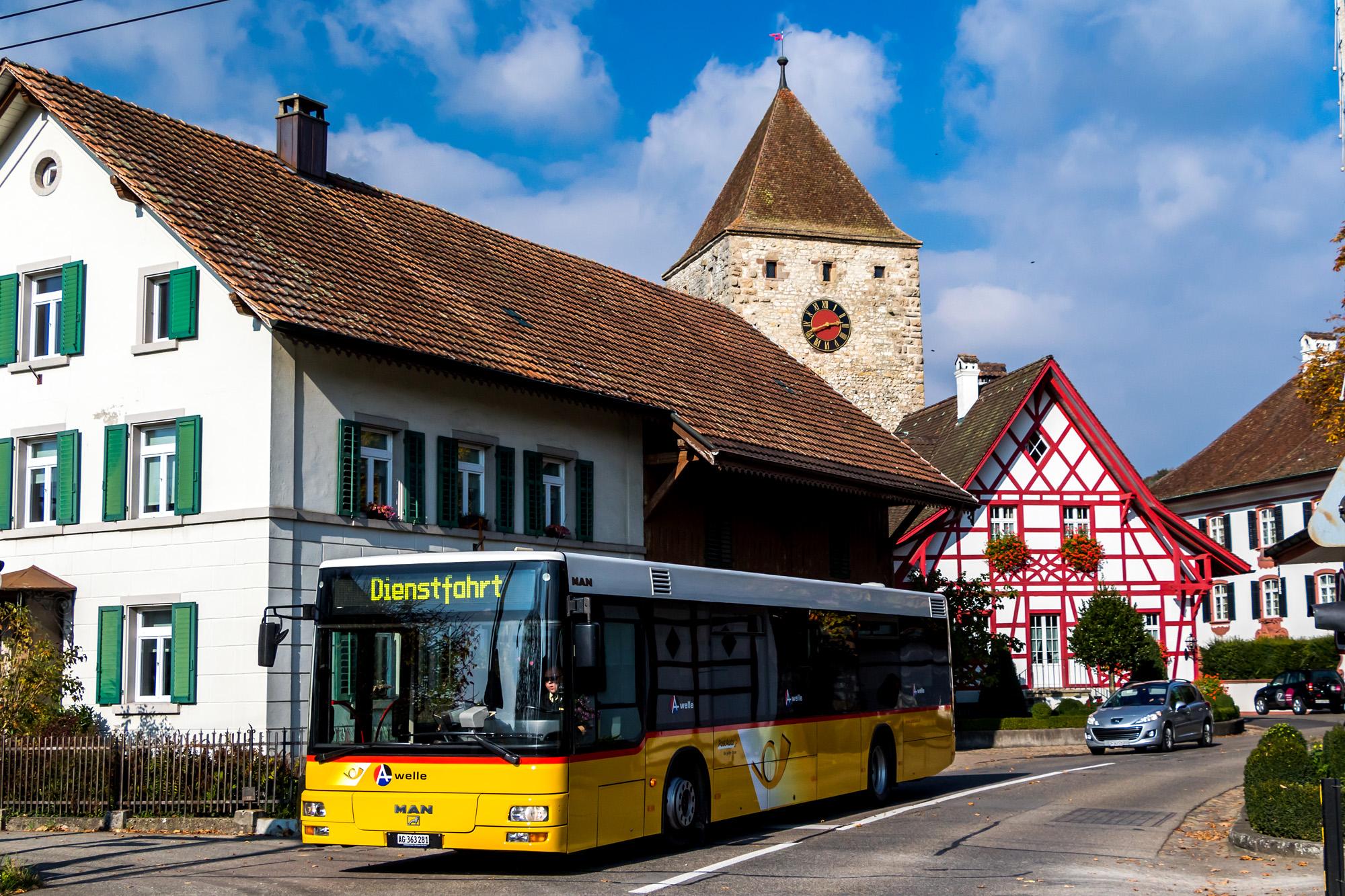 An Kaiserstuhls Eingang heisst einem die bäuerliche Vorstadt willkommen - im Hintergrund lugt der Obere Turm aus dem 12./13. Jahrhundert hervor