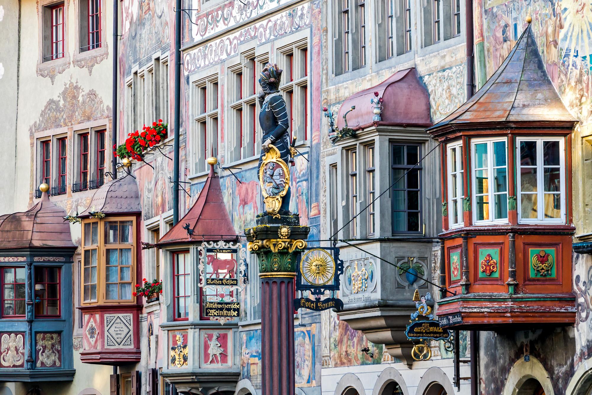 Erkerparade mit dem Marktbrunnen