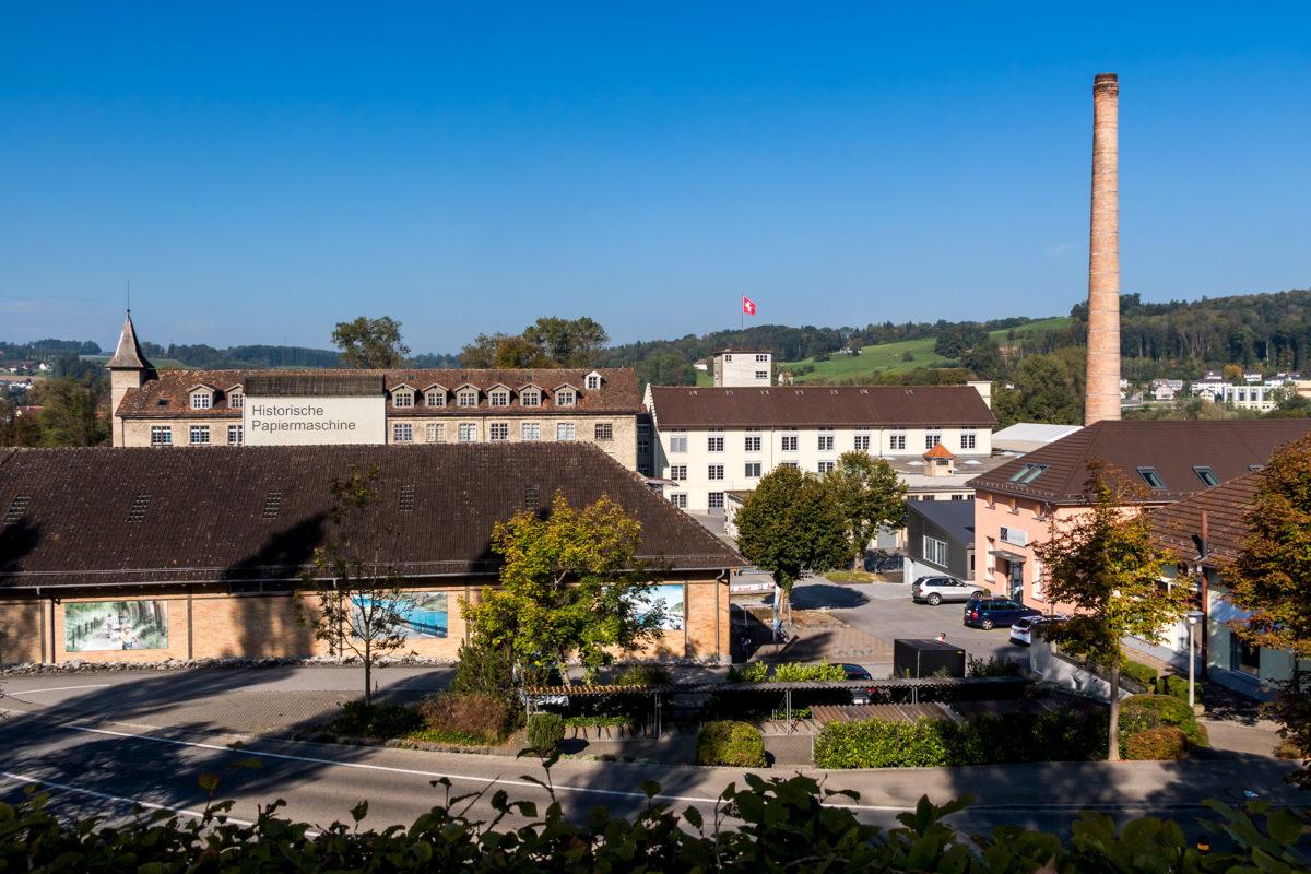 Ehemalige Jacquard-Weberei Niederer (1865 errichtet), später Karton-und Papierfabrik Laager mit der ältesten Papiermaschine der Schweiz.