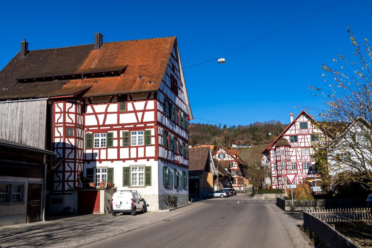 """Im Zentrum von Oberstammheim: Die stattlichen Bauten """"Alte Kanzlei"""" und der """"Hirschen"""" stammen beide aus dem 17. Jahrhundert"""