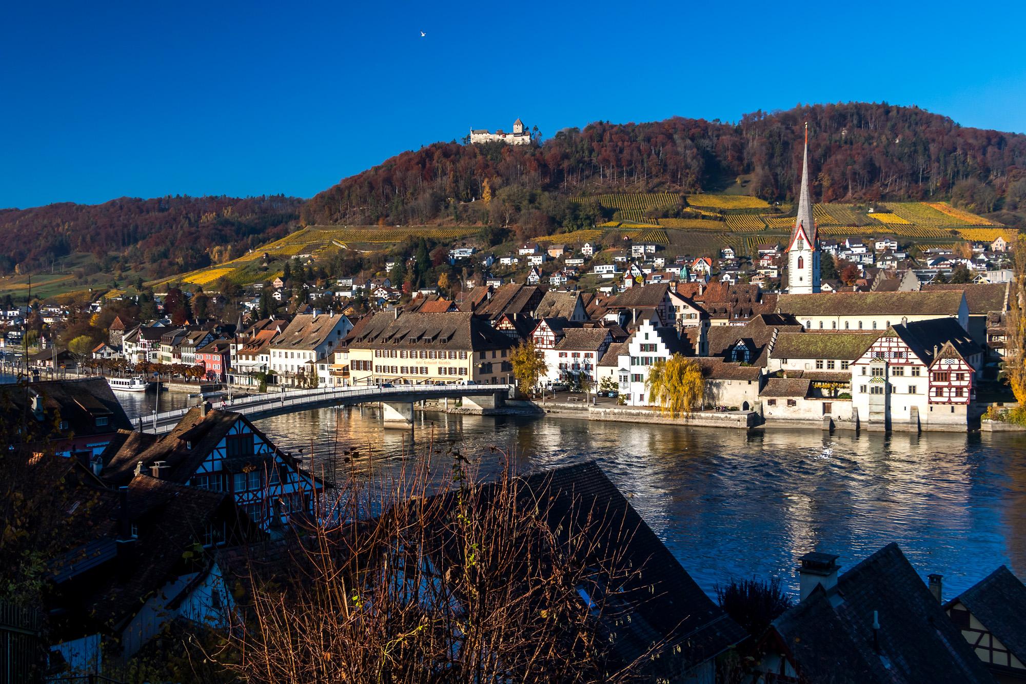 Stein am Rhein liegt mir zu Füssen, dominiert vom Kloster St. Georgen und der Burg Hohenklingen