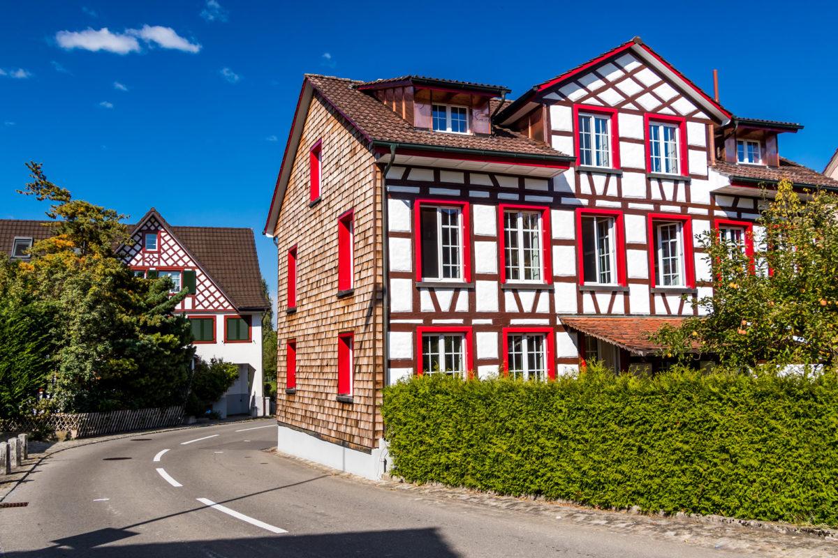 Ein erster Vorbote des Baustils, den ich von nun an immer mal wieder antreffe: Fachwerkhaus in Neukirch