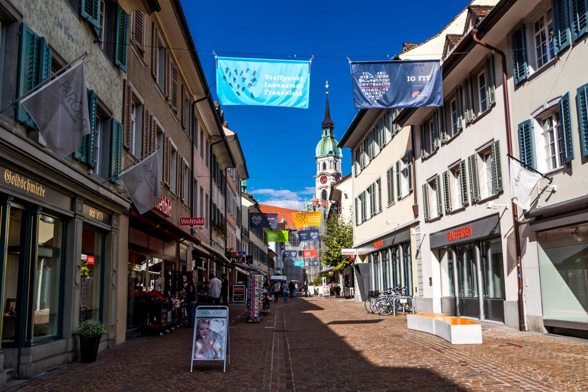 In Frauenfelds Innenstadt lockt eine beschauliche Fussgängerzone