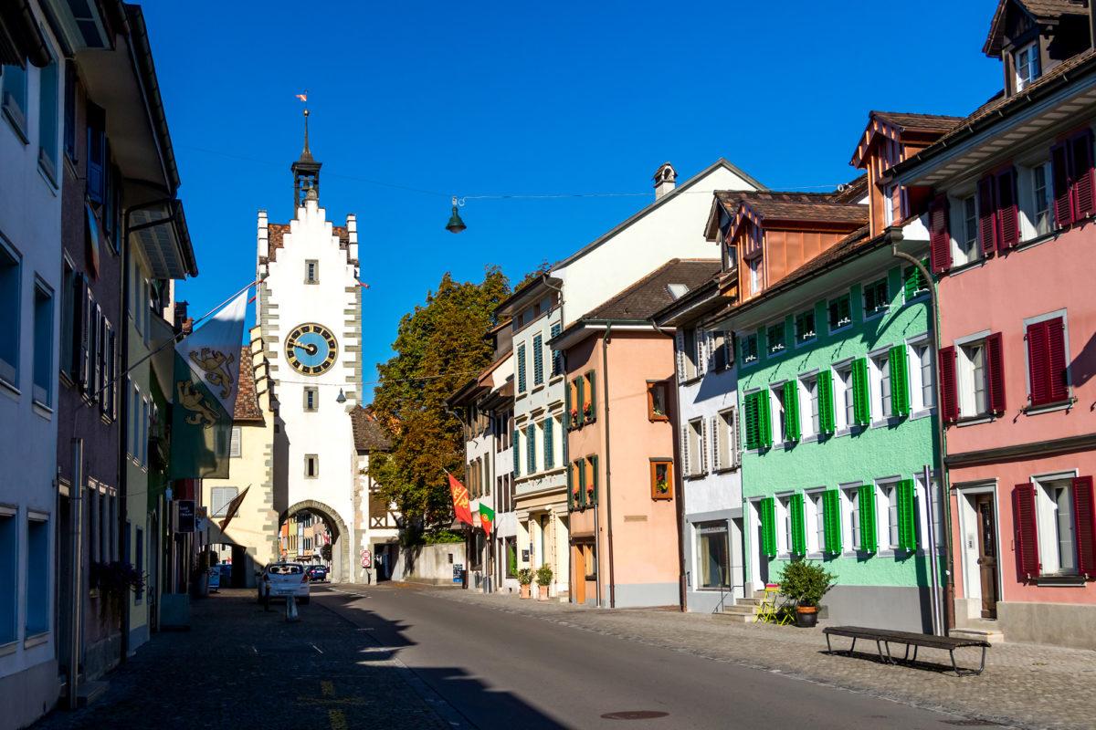 Willkommen in Diessenhofen (TG): Hier in der Vorstadt, betritt man durch den Siegelturm von 1545 den Kern der Altstadt