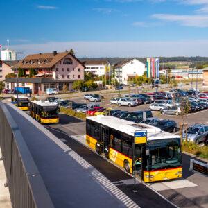 Neu gebauter Bahnhof Marthalen: Drei Postauto-Linien laden zu Entdeckungsreisen ein!