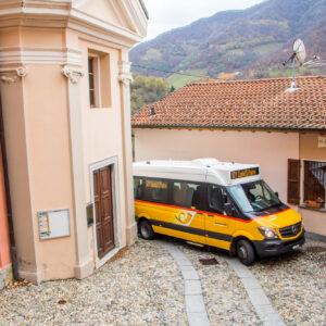 Enge Ortsdurchfahrt in Casima (TI)